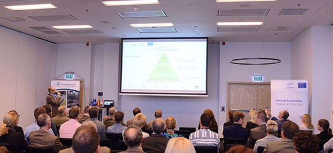 People listening to project leader Ola Runfors at the kick off for Attractive Hardwoods, 28-29 September 2016.